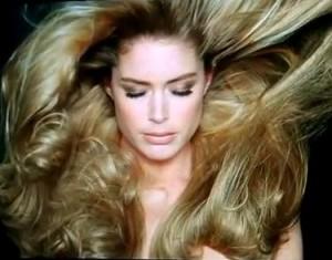 a1137 300x235 1001 usos del aceite capilar para un cabello sublime