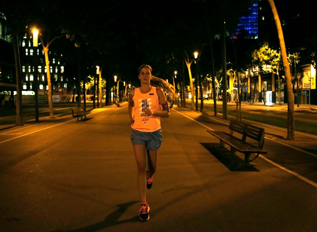 miriam nike1 Habemus camiseta: #WeRunBcn / Cursa dels Bombers  Nike 2015