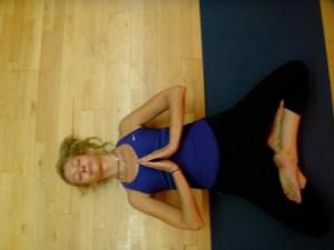 y226 300x225 Yin Yoga: un yoga que trabaja los niveles más profundos del cuerpo y mente.